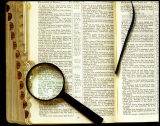 Bíblia e Lupa